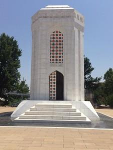 Hüseyin Cavidin Anıtı